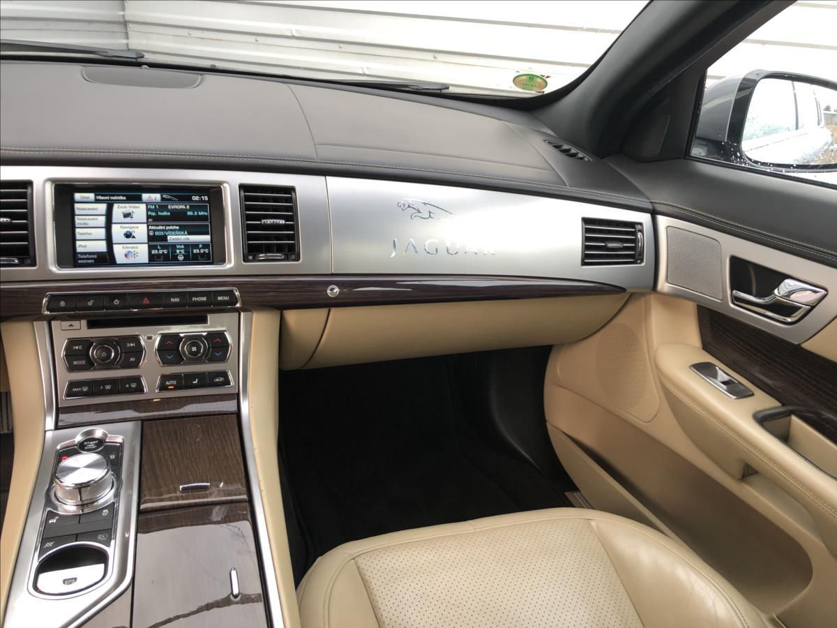 Jaguar XF 3,0 V6D Lux automat Nav