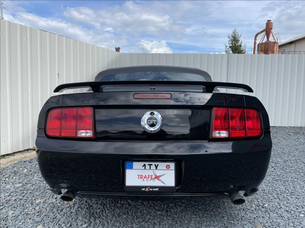 Ford Mustang - 12. photo