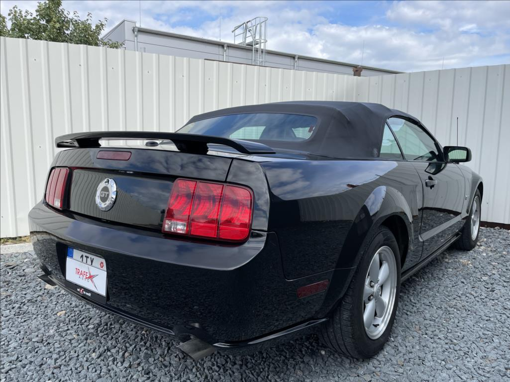 Ford Mustang - 14. photo