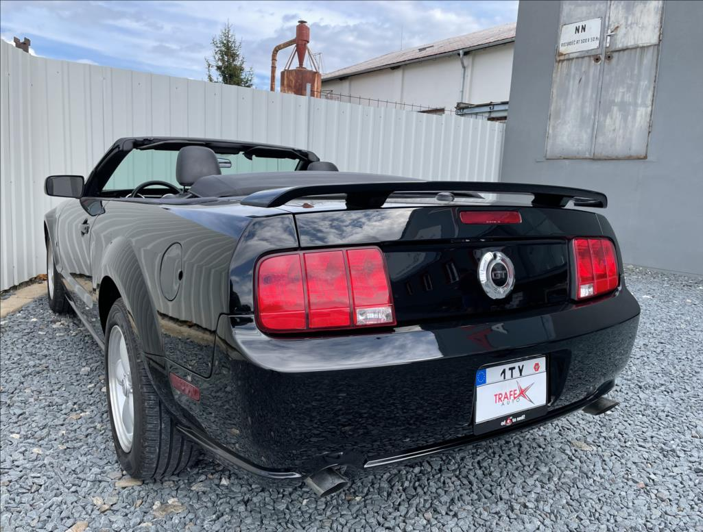 Ford Mustang - 11. photo