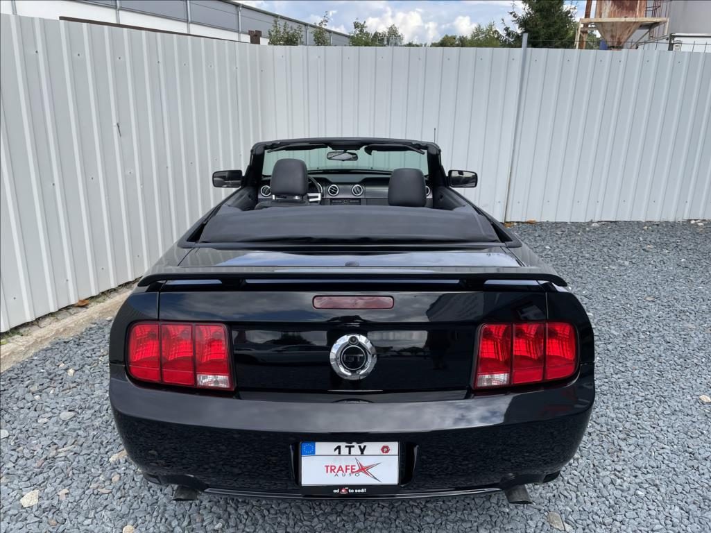 Ford Mustang - 13. photo