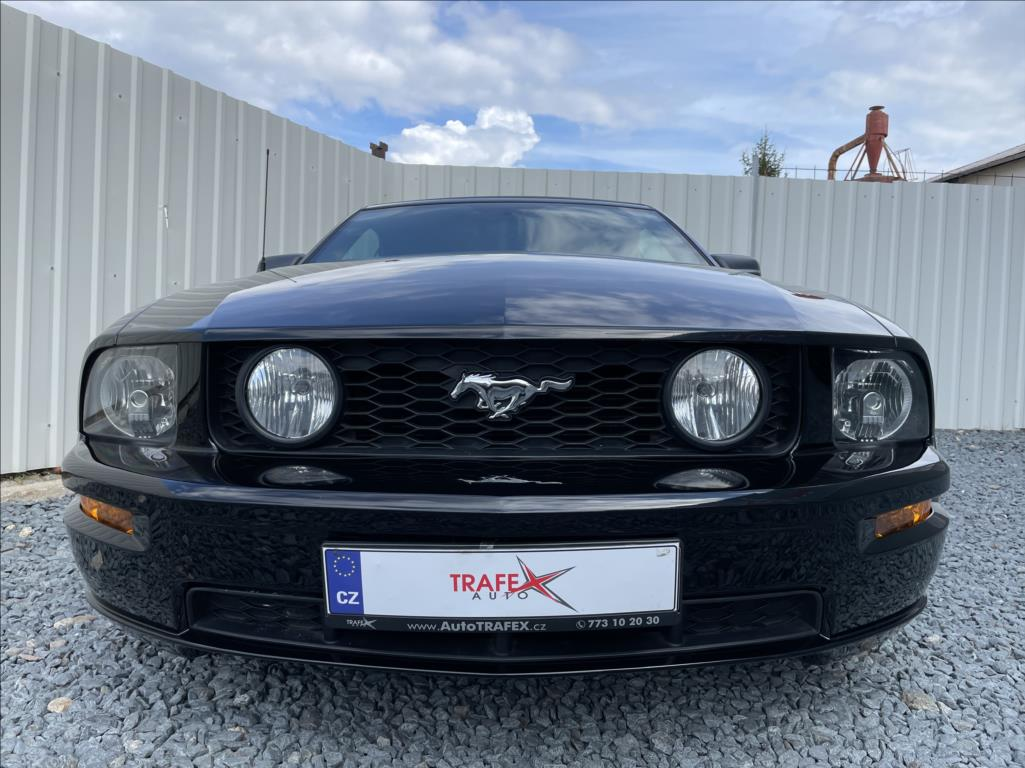 Ford Mustang - 4. photo