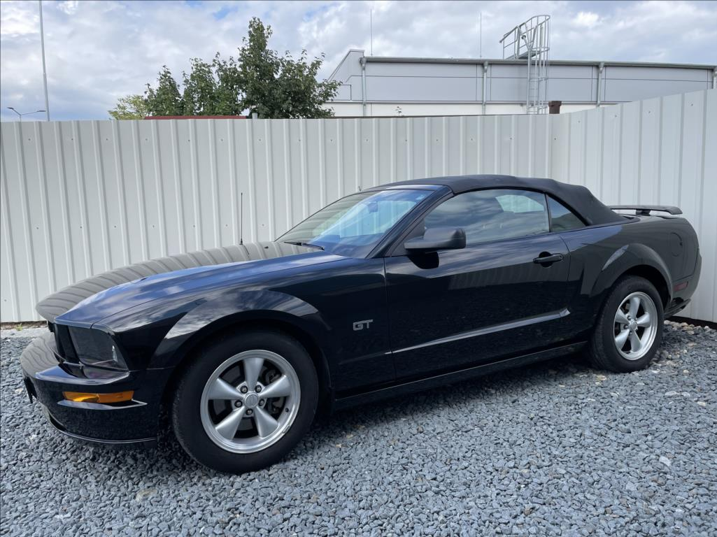 Ford Mustang - 7. photo
