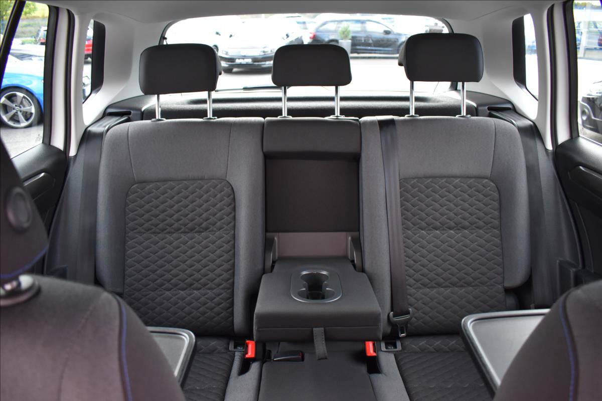 Foto 24 Volkswagen Golf Sportsvan